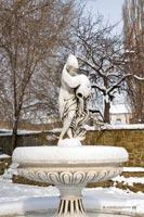 статуя в центре г.Феодосии