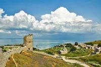 Старая часть г.Феодосии, крепостные стены и православные храмы